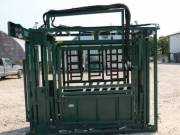 Delux Hydraulic Squeeze Chute with Vet Cage for sale